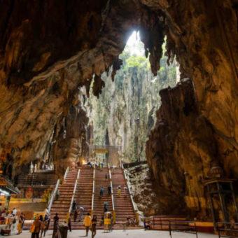 L'interno della prima grotta del Le Batu Caves