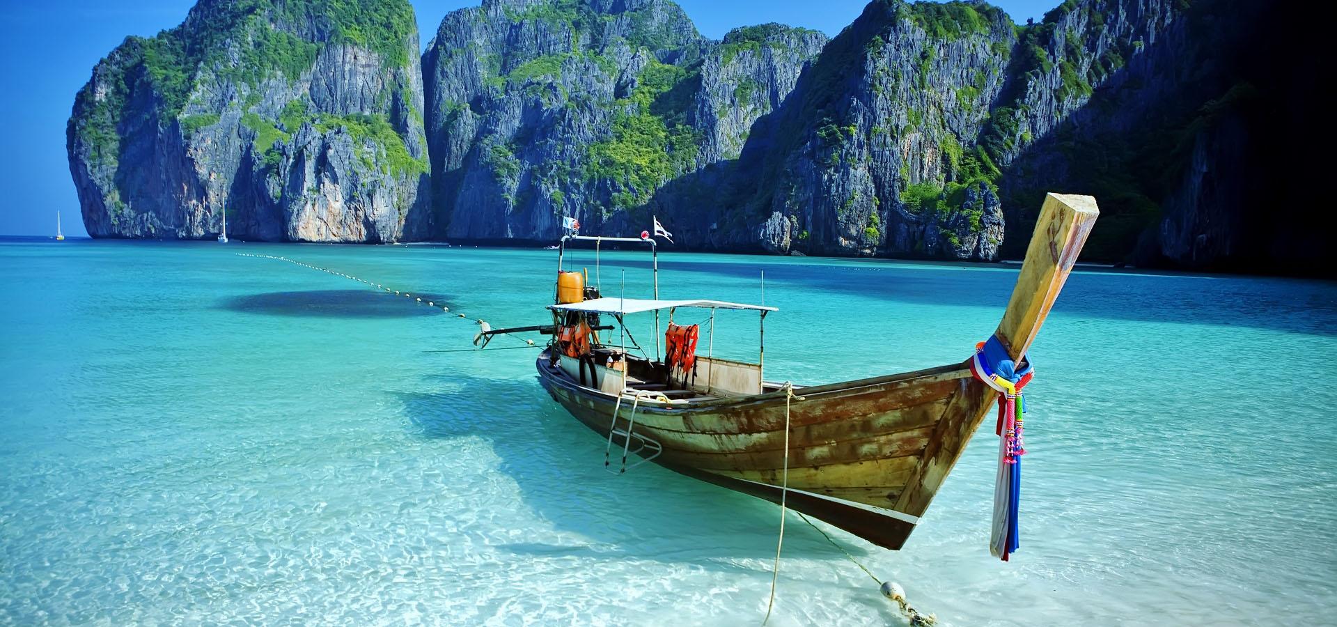Thailandia Mare delle Andamane con Barca in riva