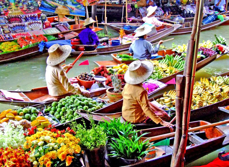 Il mercato galleggiante a 100 km da Bangkok