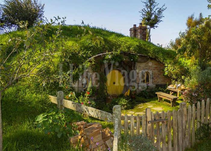 La casa degli Hobbit Bilbo e Frodo Baggins lasciata intatta dal set. Hobbiton
