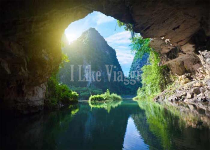 Una entrata a Hang Son Doong in Vietnam
