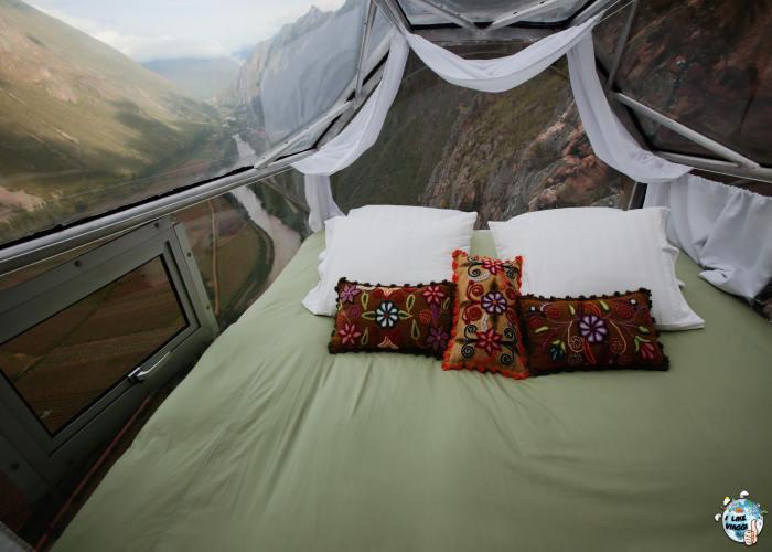 La camera da letto di una delle capsule dello Skylodge in Perù