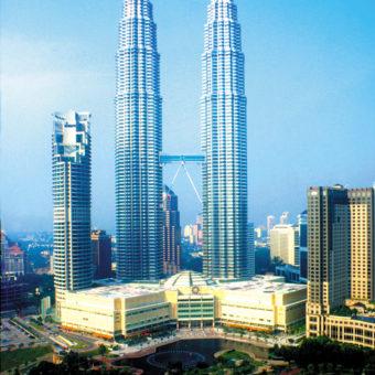 Una foto scattata di giorno delle Torri Gemelle Petronas