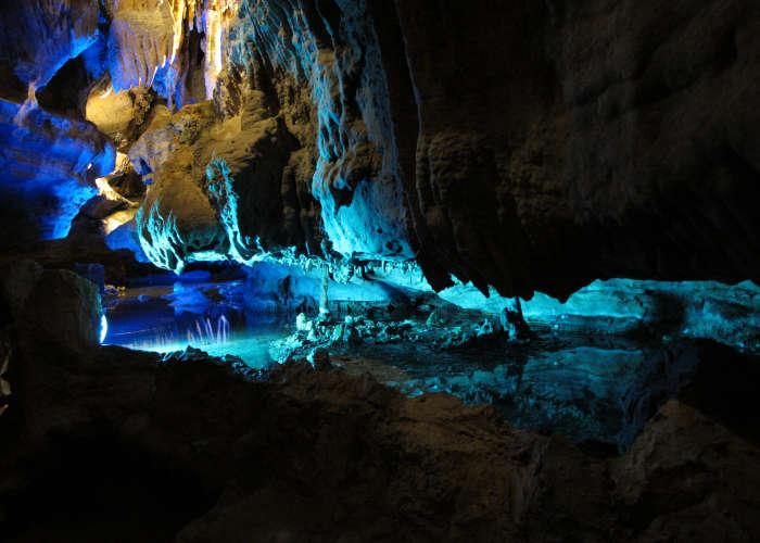 Immagine della caverna dove si può vedere la Cascata Ruby Falls in Tennessee