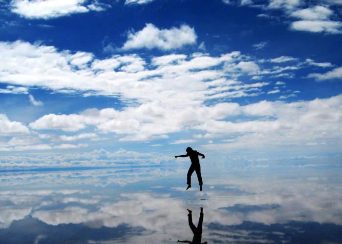 Il Salar de Uyuni che riflette il cielo